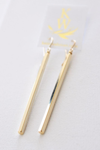 Matte Gold Bar Earring..