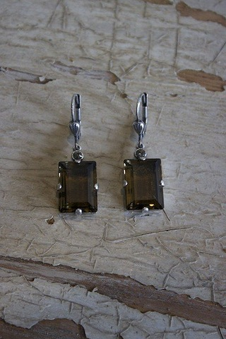 La Vie Parisienne Square Crystal Earrings